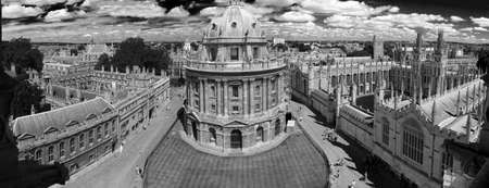 oxford: Panoramic, aerial view of Oxford with Radcliffe Camera, the square and surrounding colleges, black and white photo Stock Photo