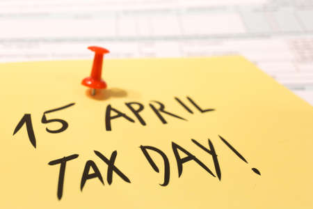 1040 income tax form for 2018 showing tax day for filing on April 15 Imagens