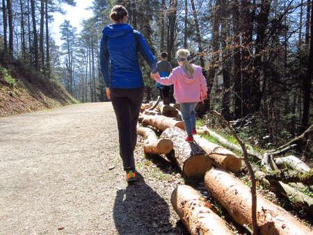 Kids walking on tree trunks stimulates motor development and balance