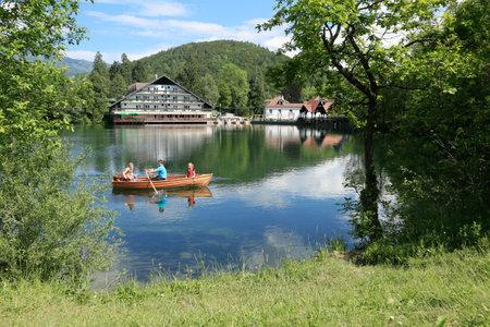 Breathtaking view of lake Crnava and Karavanke mountains in Preddvor, Slovenia. Reklamní fotografie - 136918878