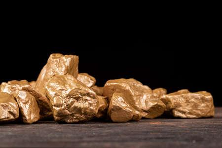 Gold nuggets on a black background, closeup. 版權商用圖片