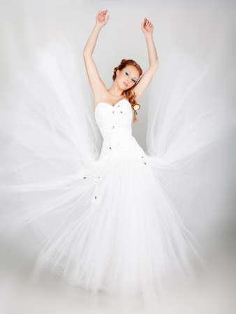 Mooie blonde bruid foto in de studio