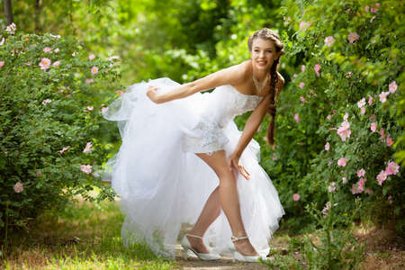 Beautiful brunette bride portrait in summer park Banco de Imagens - 13648903