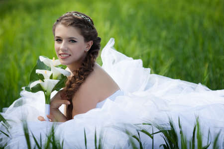 Beautiful bride with callas flowers