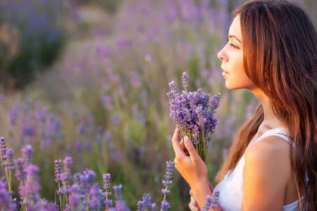 smiling beautuful brunette in the lavender field Banco de Imagens - 14311127
