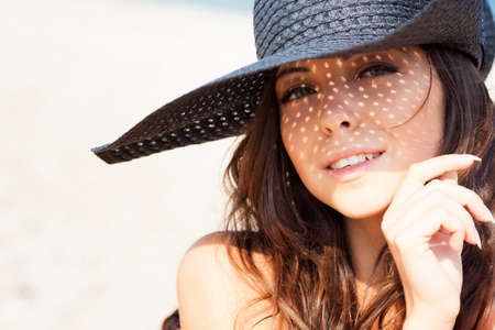 Jong meisje op het strand Stockfoto - 17156398