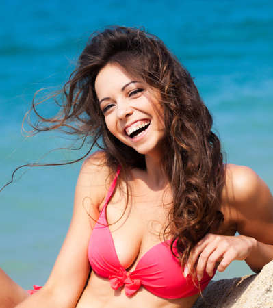 해변에 젊은 여자