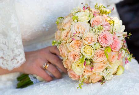 bridal bouquet: Bridal bouquet in hand