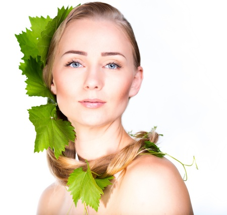 Beautiful woman with grapes foliage in hair Stockfoto
