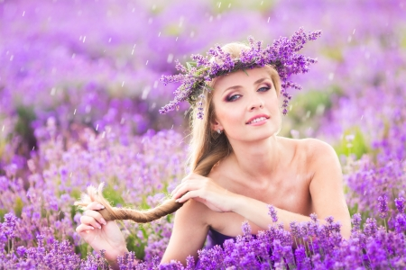 Blond girl with long hair on lavender field Stockfoto