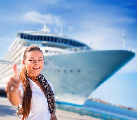 Young woman ready to travel on cruise ship Stockfoto
