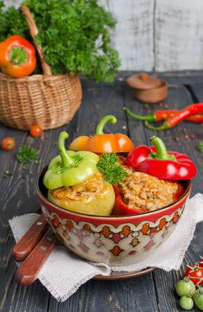 Pepers gevuld met rijst en vlees. Hoofdgerecht Stockfoto