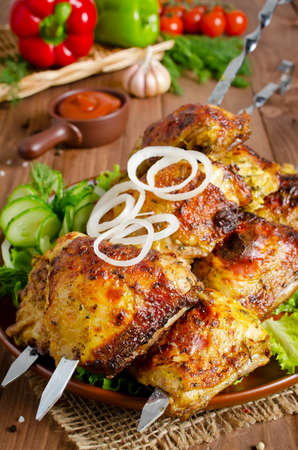 muslos: Grilled of chicken thighs on skewers with vegetables