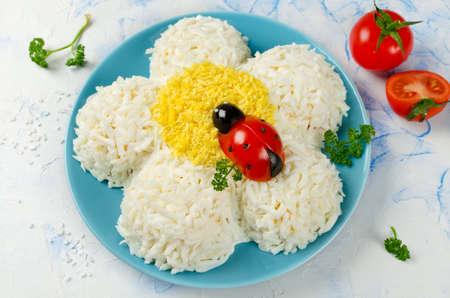 てんとう虫トマトとオリーブの形をしたお祭りサラダ カモミール。おろし玉子サラダ