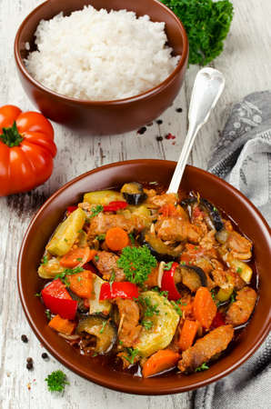 Meat stew with eggplant, carrots, onions, peppers and zucchini. Healthy and low calorie food Zdjęcie Seryjne - 89781098