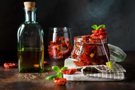 Sun-dried tomatoes with olive oil in a jar. Step by step cooking 스톡 콘텐츠