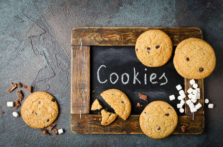 Homemade Chocolate Chip Cookies and marshmallows Stockfoto