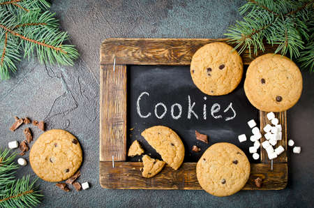 Background with homemade Chocolate Chip Cookies and marshmallows. Christmas food frame. Stockfoto