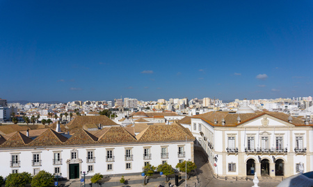 Aerial view of Faro, Portugal clear view of harbor and rooftops 版權商用圖片