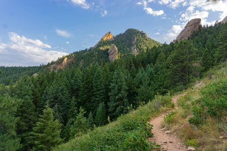 Mountain hiking trail in the flatirons in Boulder Colorado Banco de Imagens
