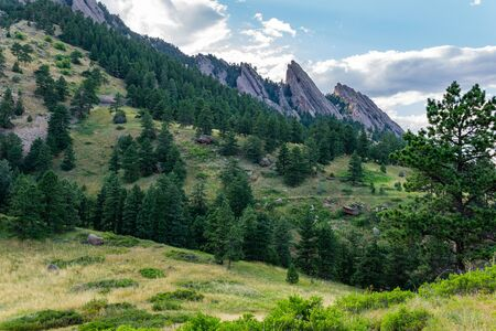 View of the flatirons in Boulder, Colorado from footpaths Banco de Imagens