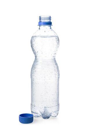 purified water: Botella de agua en el fondo blanco