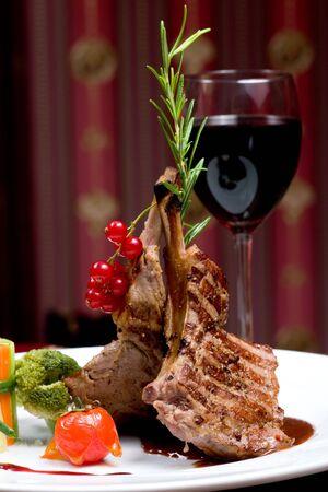 carne asada: Un lomo de costilla, concentraci�n selectiva sobre la carne.
