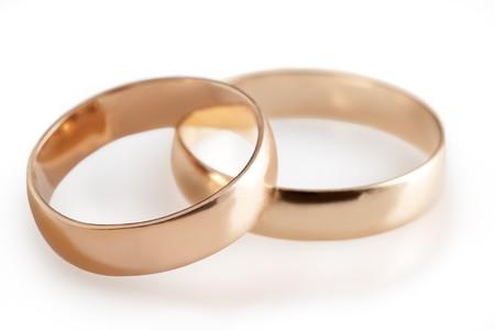c�r�monie mariage: bagues de mariage et de roses