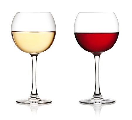 sauvignon blanc: Glass of red and white wine on a white background and with soft shadow.