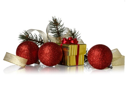 evergreen branch: decoraci�n de Navidad sobre un fondo blanco  Foto de archivo