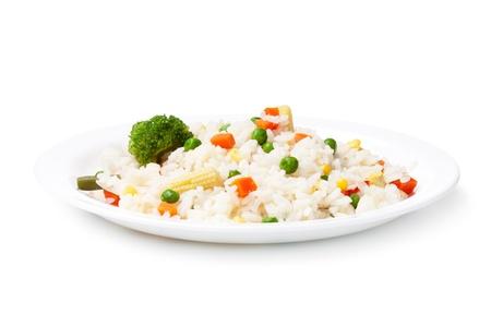 arroz blanco: Arroz y hortalizas sobre un fondo blanco