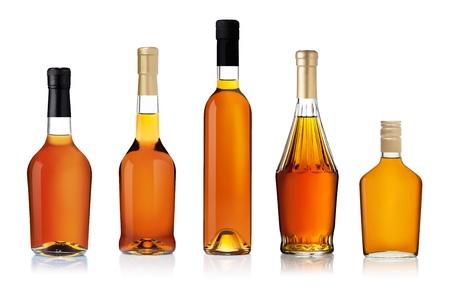 whisky: Lot de bouteilles de brandy isolé sur fond blanc Banque d'images