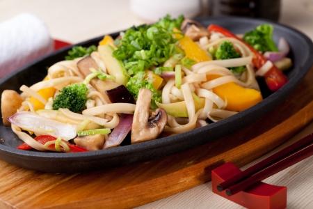 comida japonesa: Udon con verduras, cocina japonesa Foto de archivo