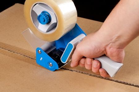cajas de carton: Cajas de cartón distribuidor de varillas de cinta adhesiva Foto de archivo