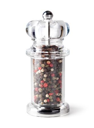 molinillo: Colored Mix Peppers y molinillo de pimienta en el fondo blanco