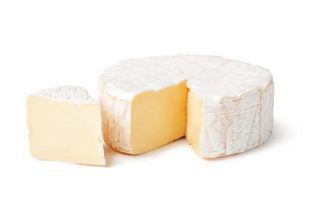 Käse Brie auf einem weißen Hintergrund