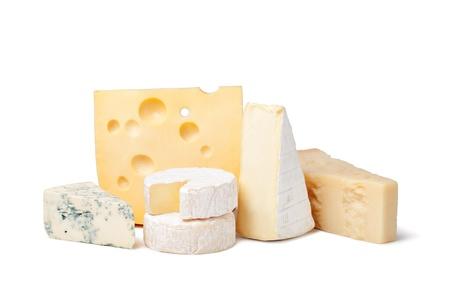 délicieux fromage sur un fond blanc