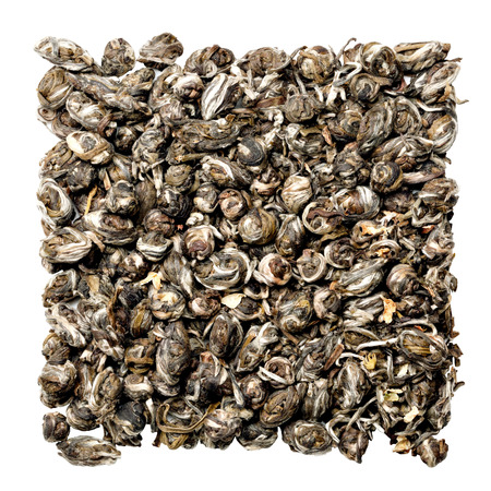 wei�er tee: Chinese wei�er Tee isoliert auf wei�