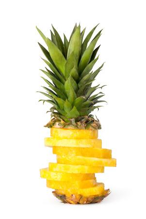 白い背景に分離されたパイナップル スライス 写真素材