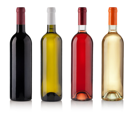 mamadera: Conjunto de botellas de vino blancos, rosas y rojos. aislados sobre fondo blanco