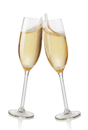 Champagne Flöten Toasten. Isoliert auf weißem Hintergrund Standard-Bild
