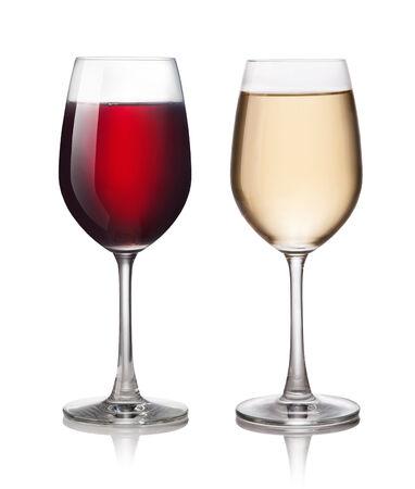 copa de vino: Vaso de vino tinto y blanco sobre un fondo blanco