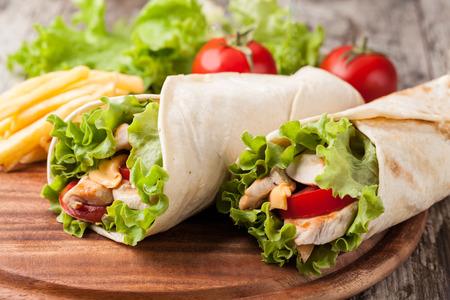 鶏ファヒータ ラップ サンドイッチ