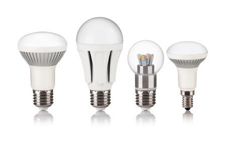 elektrizit u00e4t: Energiesparende LED-Glühbirne isoliert auf weißem bakground Lizenzfreie Bilder