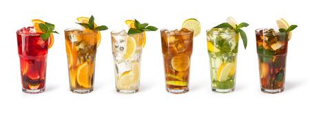 gaseosas: conjunto con diferentes tipos de cócteles en el fondo blanco