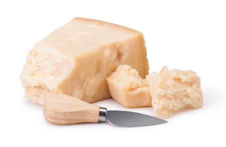 queso: queso parmesano sobre fondo blanco