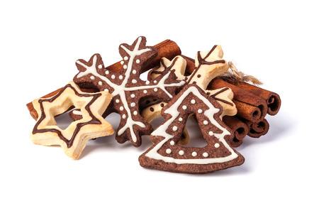 白い背景の上のクリスマスのクッキー