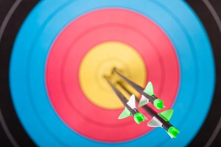 arco y flecha: Las flechas en blanco con arco