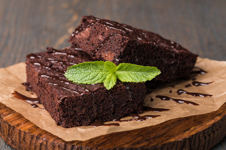 chocolate cake on a wooden table Stockfoto