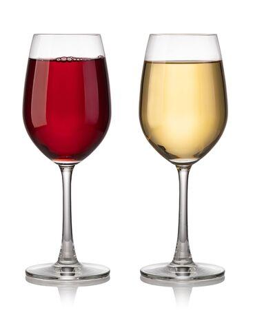 Copa de vino tinto y blanco sobre un fondo blanco.